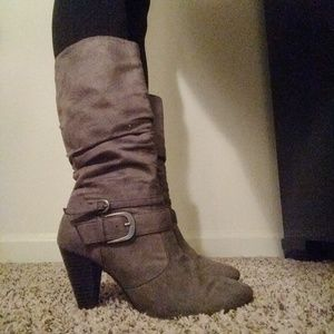 Gray suede boots with heel